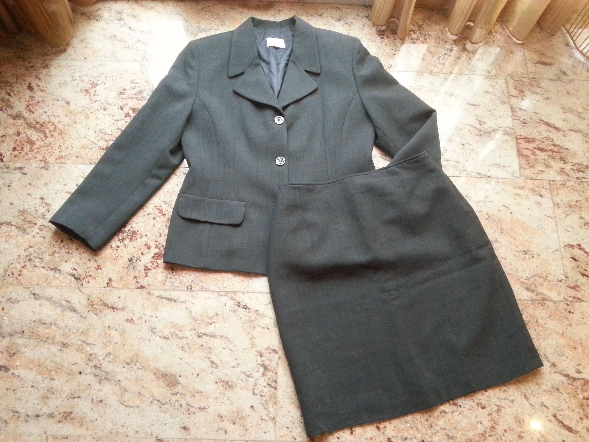 11 steps to dress appropriately for job hunting