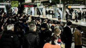 ¡Por qué alinearse en las estaciones es importante para los japoneses!