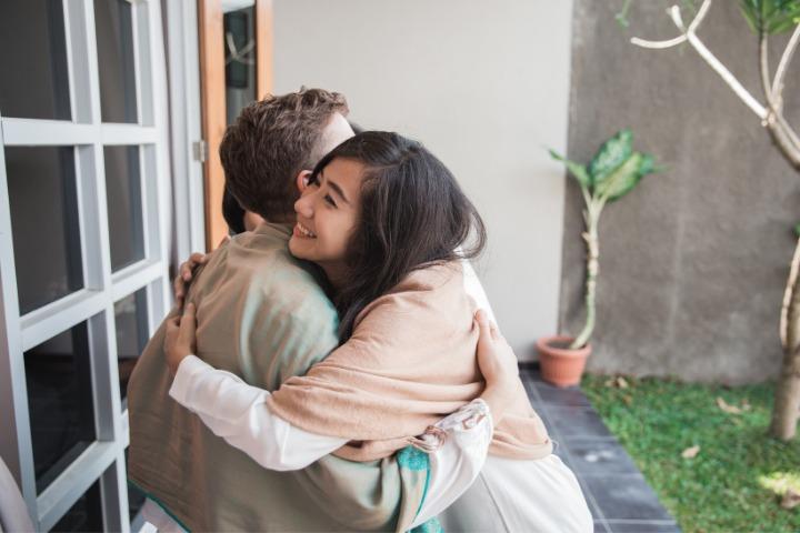 Sumimasen, people hugging