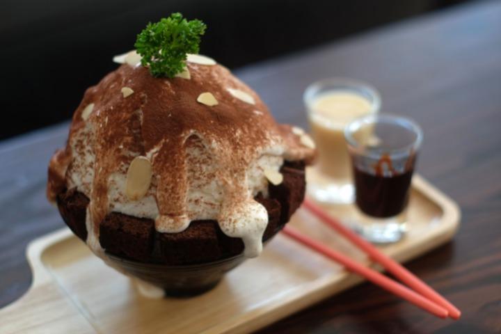 shaved ice in japan brown kakikori