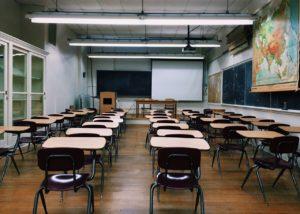 Los escritorios y su relación con la política académica en Japón
