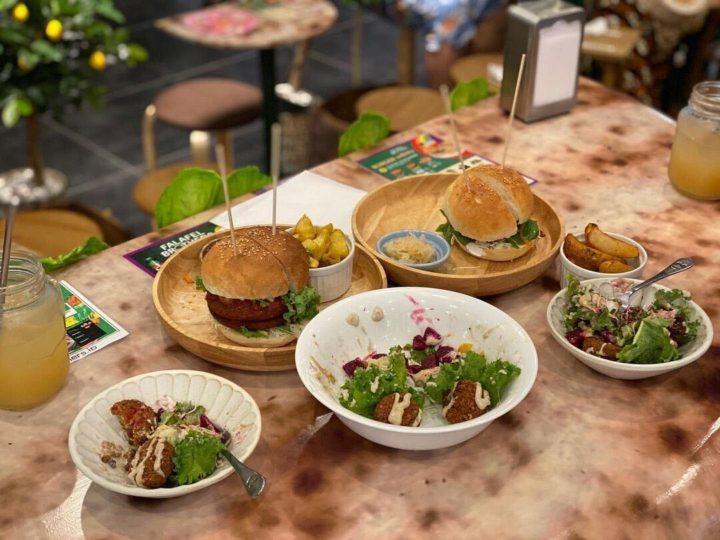 Falafel brothers, vegan cafe