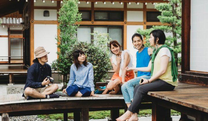 friends speaking japanese