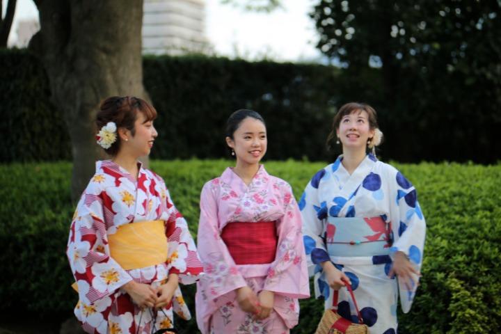women speaking japanese